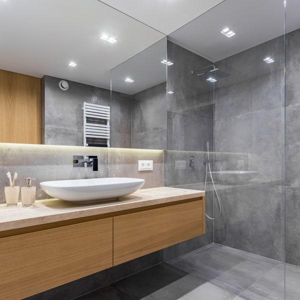Transformer une salle de bain classique en salle de bain à l'italienne